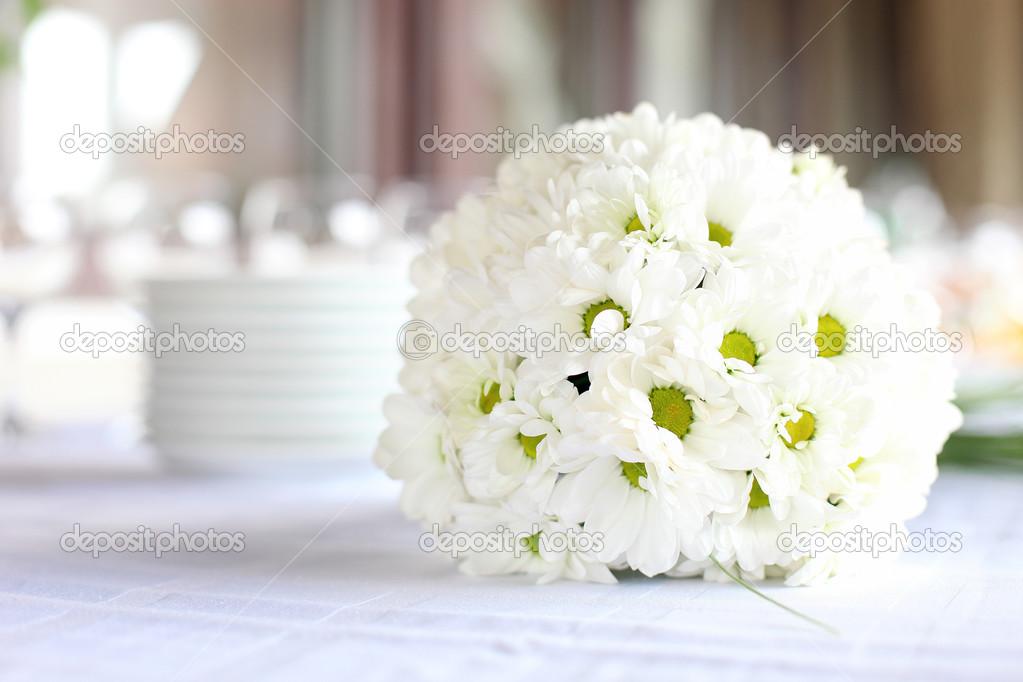 D coration de la table manger pour la r ception de - Bouquet de table pour mariage ...