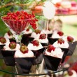 Cakes with fresh strawberries — Stockfoto