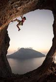 Female rock climber at sunset — Stock Photo