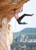 Rock climber on a cliff — Stock Photo