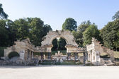 Roman ruin in the Schonbrunn gardens — Stock Photo