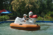 The boy boats in the park amusement — Stock Photo