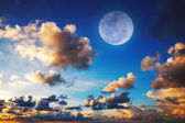 Sunset sky with a full moon — Stock Photo