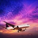 Jet bir gökyüzü günbatımı zaman içinde. kare kompozisyon — Stok fotoğraf