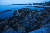 Rocky sea coast at dusk. Long exposure shot — Foto de Stock