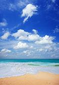 Peaceful tropical beach — Stock Photo