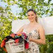 Young woman hanging laundry outdoor — Stock fotografie