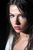 Mooie jonge vrouw in de rivier — Stockfoto