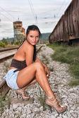 Vrouw op spoorlijnen — Foto de Stock