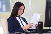 Businesswoman reading files — Stock Photo