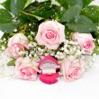 Close-up of tender pink roses, diamond ring — Stockfoto