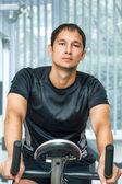 тренировки молодой человек молодой фитнес — Стоковое фото