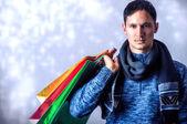 Mode-mann-betrieb-einkaufstaschen — Stockfoto