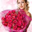 Woman with bouquet of pink roses — Stock Photo