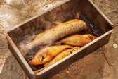 Wędzona ryba rzeka w wędzarni — Zdjęcie stockowe