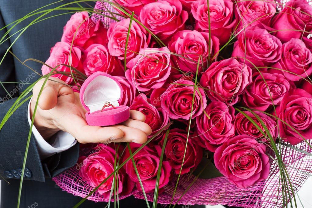 букет цветов и кольцо