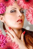 Kadın kirpikleri, çivi, kırmızı dudaklar — Stok fotoğraf