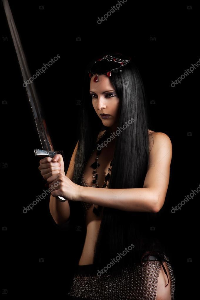 Фото злая девушка с мечом