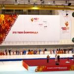Valery Muratov lightning a copy of Olympic Torch in Kolomna — Stock Photo
