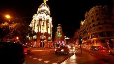 Gran via rua em madrid, espanha, durante a noite. lapso de tempo — Vídeo Stock