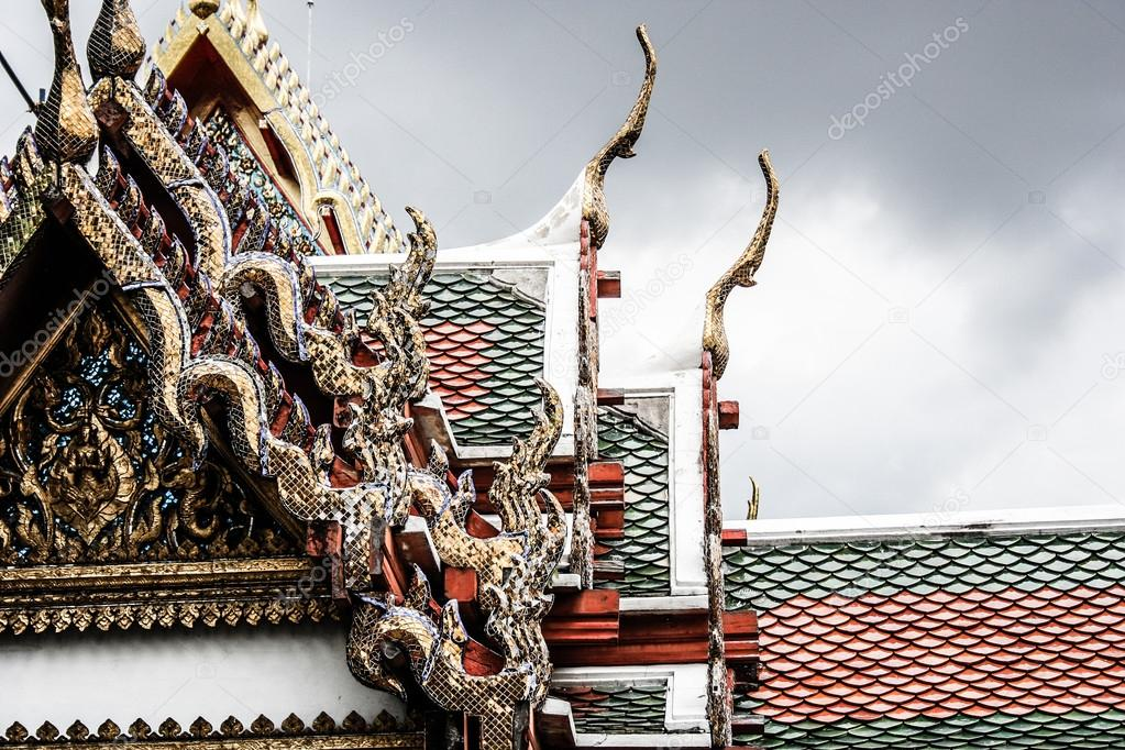Traditional Thai architecture Grand Palace Bangkok ( HDR image ) — Stock Photo #18346797