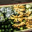 Local sell food items at Damnoen Saduak floating market — Stock Photo