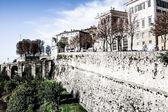 Bergamo, citta alta, lombardia, italia, da via san vigilio di marebbe su un afternoon.bergamo di primavera soleggiata, citta alta, lombardia, italia, da via san vigilio di marebbe in un pomeriggio di primavera soleggiata. — Foto Stock