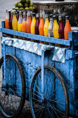Fresh juices are great alternatives to polluted drinking water in India. — Stock Photo