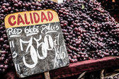 Close up of grapes on market stand in Chile — Stock Photo