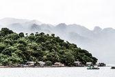 Tropické laguny na cestě do kayangan jezero. ostrov coron — Stock fotografie