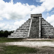 Maypyramid of KukulcEl Castillo in Chichen-Itz(Chichen Itza), Mexico — Stock Photo #19453203