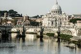 санкт-питерс базилики и река tibra в риме, италия — Стоковое фото