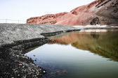 Scenic view of Green Lagoon in volcanic landscape, El Golfo, Lanzarote, Canary Islands, Spain. — Stock Photo