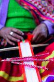 Mano tradizionale tessitura ande, perù — Foto Stock