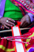 Mão tradicional tecelagem na cordilheira dos andes, peru — Foto Stock