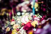 Kwiaty na sprzedaż na rynku peruwian w ameryce południowej. — Zdjęcie stockowe