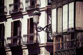 Zdobione fasady i balkonem w palza mayor, madryt, hiszpania — Zdjęcie stockowe