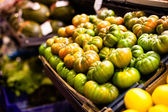 Ripe green tomatoes at the market — Stock Photo
