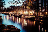 One of the famous canals of Amsterdam, the Netherlands at dusk. — Stock Photo