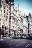Edificios situados en la gran representante calle via, madrid. — Foto de Stock