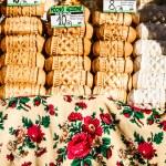 Traditional polish smoked cheese oscypek on outdoor market in Zakopane — Stock Photo #35668867