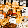 Foto Stock: Traditional polish smoked cheese oscypek on outdoor market in Zakopane