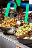 Asortyment oliwki na rynku, tel Awiw, Izrael — Zdjęcie stockowe