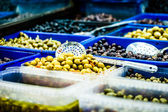 Assortment of olives on market,Tel Aviv,Israel — Foto Stock
