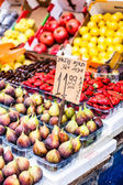 Ovoce a zelenina na farmářský trh — Stock fotografie