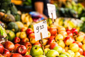 Fruits and vegetables at a farmers market — Stock Photo