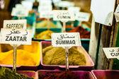 Especias en pantalla en el mercado abierto en israel. — Foto de Stock