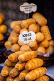 Traditional polish smoked cheese oscypek on outdoor market in Krakow, Poland. — Stock Photo