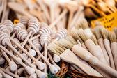 Oyma bardak, kaşık, çatal ve diğer eşyaları ahşap — Stok fotoğraf