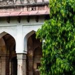 Lodi Gardens. Islamic Tomb (Seesh Gumbad and Bara Gumbad) set in landscaped gardens. 15th Century AD. New Delhi, India. — Stock Photo #38249841